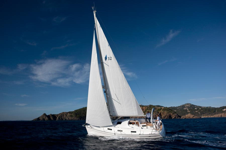 Full Team Bavaria Charter Boat 32 Cruiser