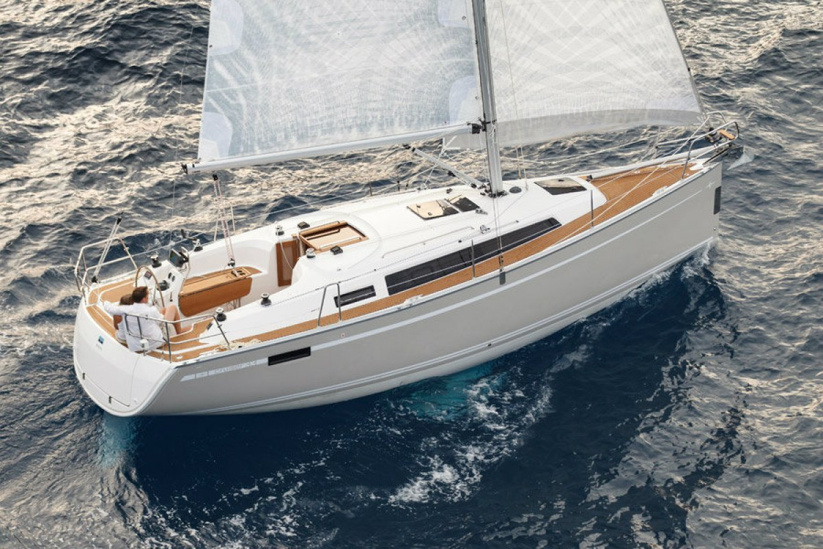 Full Team Bavaria Charter Boat 33 Cruiser